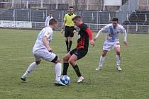 Fotbalisté Frýdku-Místku (v bílém) porazili v posledním přípravném utkání na svém stadionu Opavu B 5:1.
