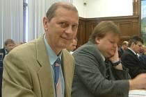 Zastupitel a ředitel Gaudia Petr Hartmann nehlasoval pro změnu rozpočtu, proto s ním město neuzavře smlouvu o poskytnutí dotace na postele pro nemohoucí pacienty.
