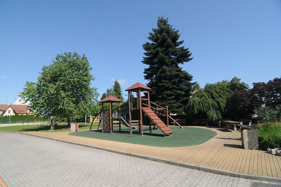 Dětské hřiště v Krmelíně.