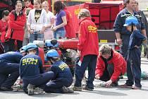 Mladí hasiči SDH Nýdek na Dni s IZS v Třinci v červnu letošního roku.
