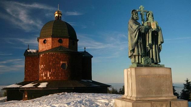 Kaple se sousoším Cyrila a Metoděje.