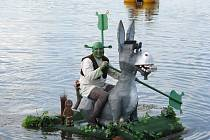 Na přehradě v Bašce proběhl další ročník soutěže netradičních plavidel – Baškohrátky.