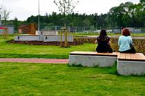 Příjemné posezení plné zeleně se podařilo zrealizovat v Třinci na doposud nevyužitém místě mezi atletickým stadionem a tréninkovým fotbalovým hřištěm.