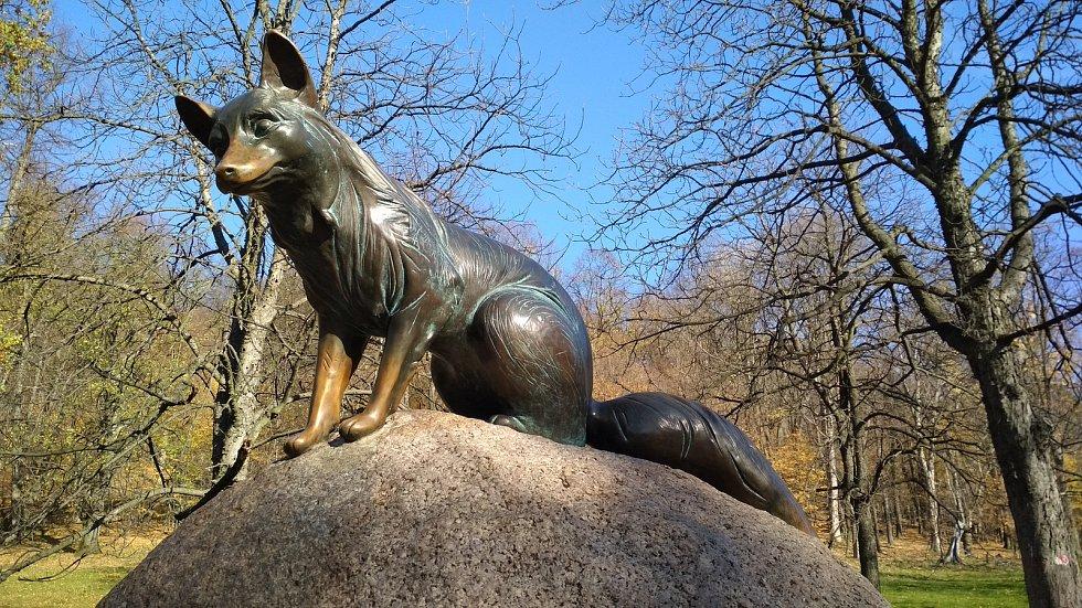 Obora Hukvaldy, socha lišky Bystroušky.  Ilustrační foto.