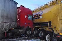 Nehoda kamionů u Dobratic.