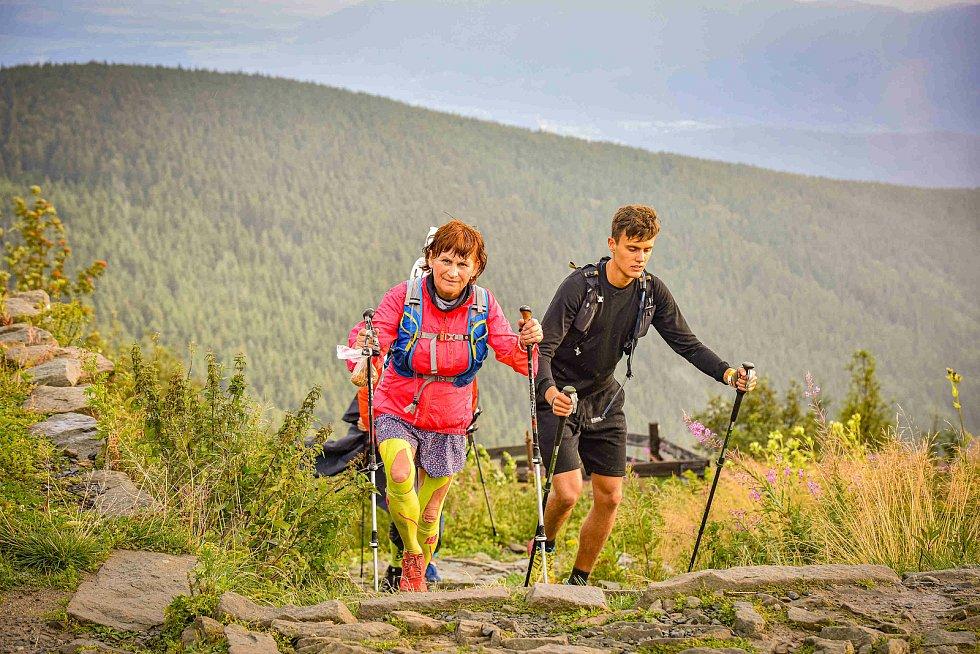 Beskydská sedmička, čili B7, je extrémní horský (jako obvykle vyprodaný) závod na 101 kilometrů s převýšením asi 5500 metrů, přičemž Lysá hora v něm samozřejmě figuruje také.