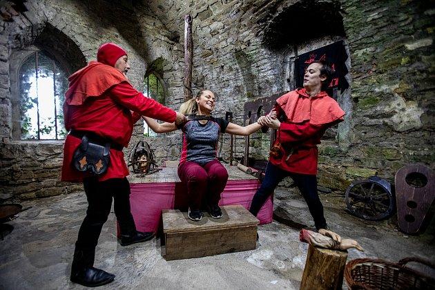 Pěkné počasí přilákalo do obory a na hrad Hukvaldy mnoho návštěvníků. Samotný hrad a jeho okolí využili ifilmaři, kteří zde natáčeli historický film, 15.května 2021Hukvaldy.