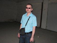 Jablunkovský starosta Petr Sagitarius uvnitř nedokončeného kulturního domu, červenec 2010.