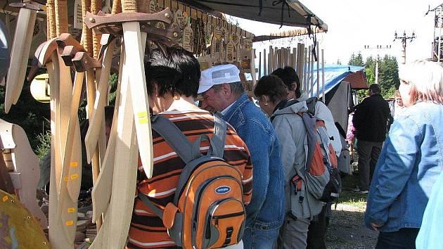 Jarmark s ukázkou lidových řemesel zažili v sobotu 5. září návštěvníci chaty Studeničné v Mostech u Jablunkova.