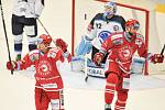 Utkání 2. kola hokejové extraligy: HC Oceláři Třinec - HC Plzeň (10. září 2017), vlevo Daniel Rákos a Tomáš Marcinko.