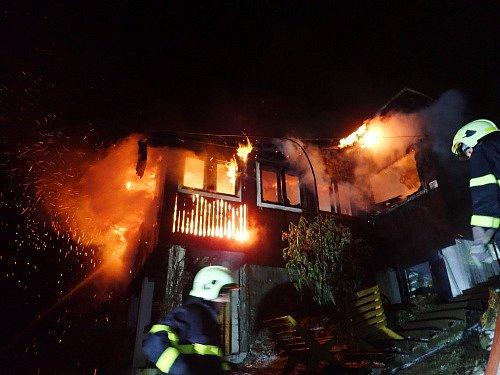 Požár dřevěné chaty v Lubně, místní části Frýdlantu nad Ostravicí.