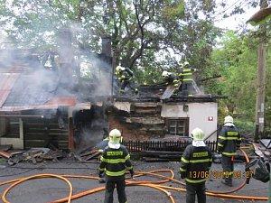 V Chlebovicích hořel starší rekreační domek