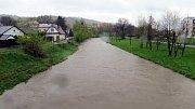 Hladiny řek se na Novojičínsku od rána zvedají. Například řeka Odra v Odrách měla po půl osmé ráno hladinu již k 180 centimetrům výšky.