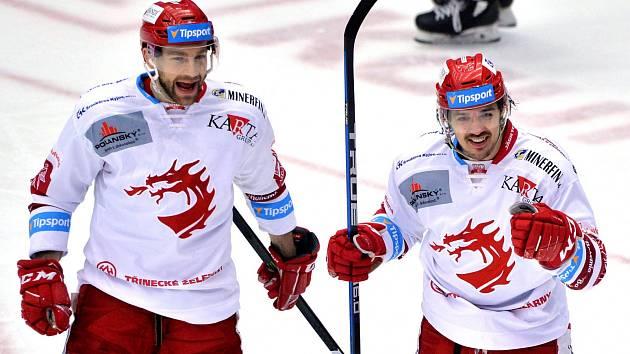 Matěj Stránský (vpravo) prožil tříbodový večer týmový i osobní.