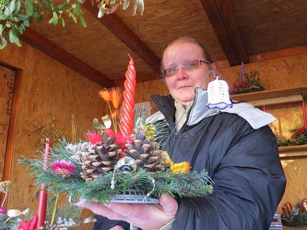 Jana Pustková z Kozlovic prodávala své výrobky i na vánočním trhu na místeckém náměstí Svobody.
