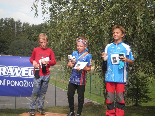 Další ze stříbrných medailí vybojoval pro frýdecko-místecký oddíl orientačního běhu Jan Bjolek (zcela vlevo) v kategorii H10C.