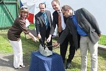Slavnostní poklepání základního kamene kanalizace v Bašce