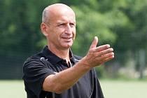 Bývalý fotbalista frýdecko-místeckých Válcoven Pavel Hajný je nyní trenérem třetiligového Hlučína. Ten v sobotu 20. dubna přivítá na svém stadionu v zápase MSFL právě celek z frýdeckých Stovek.
