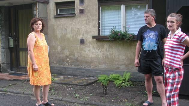Chtěli grilovat na zahrádce. Místo toho členové rodiny Kiedroňových zachraňovali životy.