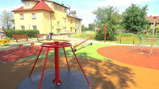 Hřiště v Nové osadě je nejnovějším dětským hřištěm ve Frýdku-Místku. Nabízí řadu aktivit.
