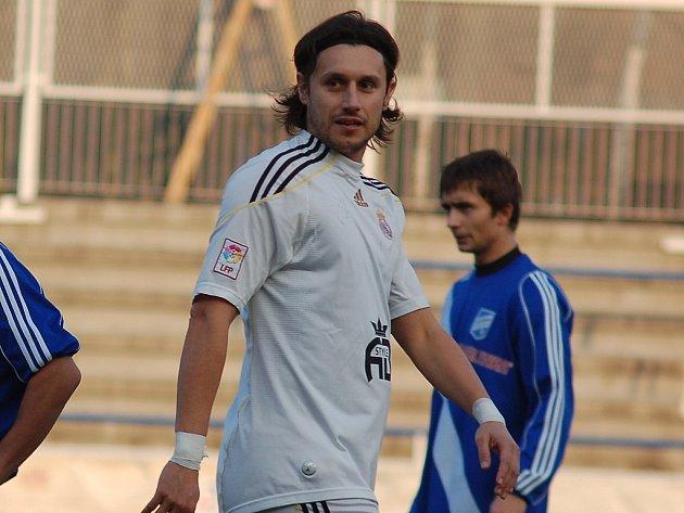 Martin Šrámek v bílém