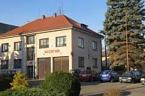 Hasičský dům v Krmelíně je sídlem tamních dobrovolných hasičů, kteří se aktivně podílejí také na společenském životě v obci.