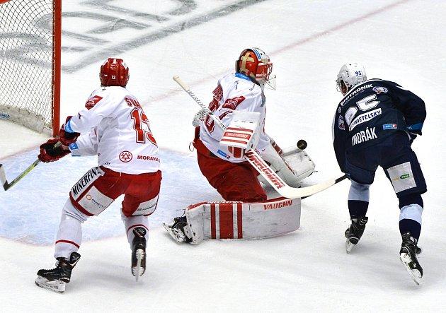 Šimon Hrubec byl vcelé sérii oporou svého týmu.