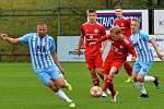 Třinec (v červeném) zvládl derby s Vítkovicemi.