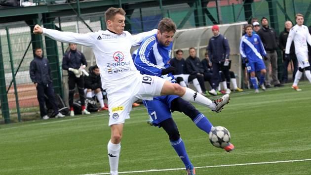 Přípravné utkání mezi domácím Slováckem (bílé dresy) a hosty z Frýdku-Místku vyhrál prvoligista.