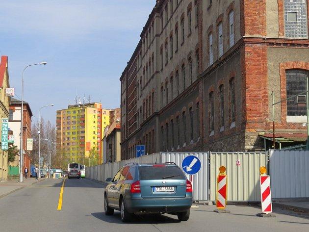 Demolice budovy bývalé přádelny ve Frýdku-Místku má skončit v květnu.