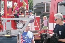 Děti si během si během akce mohly prohlédnout hasičské vozy nejen zvenčí, ale také zevnitř.