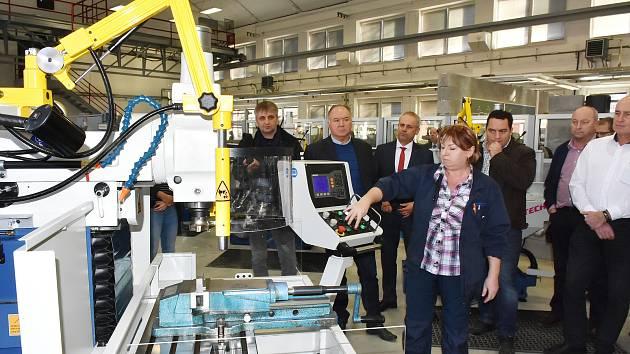 Nové frézky, které poslouží školákům ve Střední odborné škole Třineckých železáren.