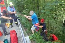 Záchrana vysílených turistů v Beskydech.
