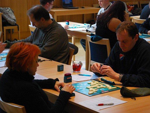 V sobotu 10. dubna přijelo do Nového Jičína šedesát nadšenců společenské hry Scrabble. Proběhl zde kvalifikační turnaj na mistrovství republiky.