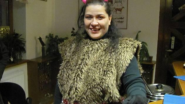 Lenka Hoferová, která žije pro koně, se také na ranči v Čeladné aktivně zapojuje do různých akcí. V roli čerta jste ji mohli vidět v sobotu během akce Mikulášská nadílka.