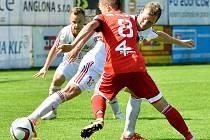 Třinečtí fotbalisté (v červeném) znovu před domácími fanoušky zaváhali, když tentokráte nestačili na exligovou Sigmu Olomouc 1:2.