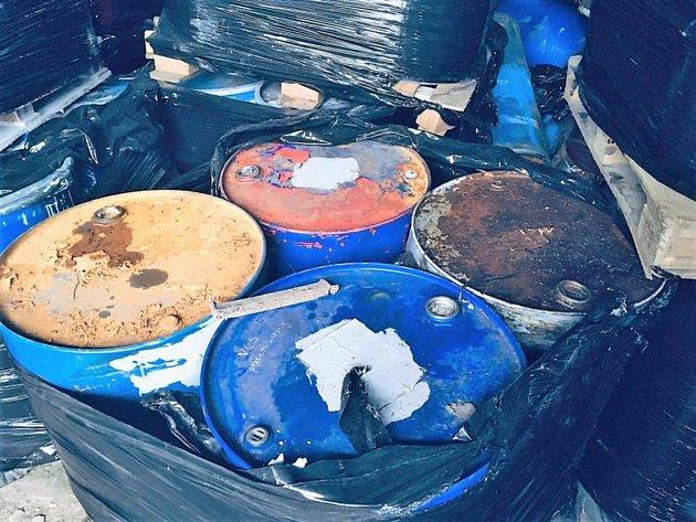 Odhalený sklad nebezpečného odpadu.
