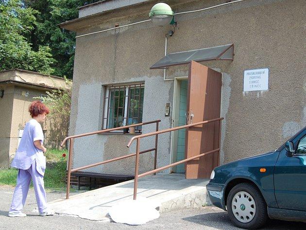 Zrušením protialkoholní stanice v Třinci (na snímku) přibyly místním  policistům nejen problémy s dalekým převozem opilců až do Frýdku –Místku, ale zároveň překračují stanovené limity na benzín.