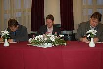 V neděli večer podepsali ve Frýdku-Místku koaliční dohodu – ČSSD, KDU-ČSL a VV.