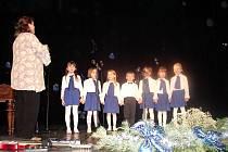 Děti z mateřské školy Anenská měly na Vánoční notu připraveno hned několik vánočních písniček.