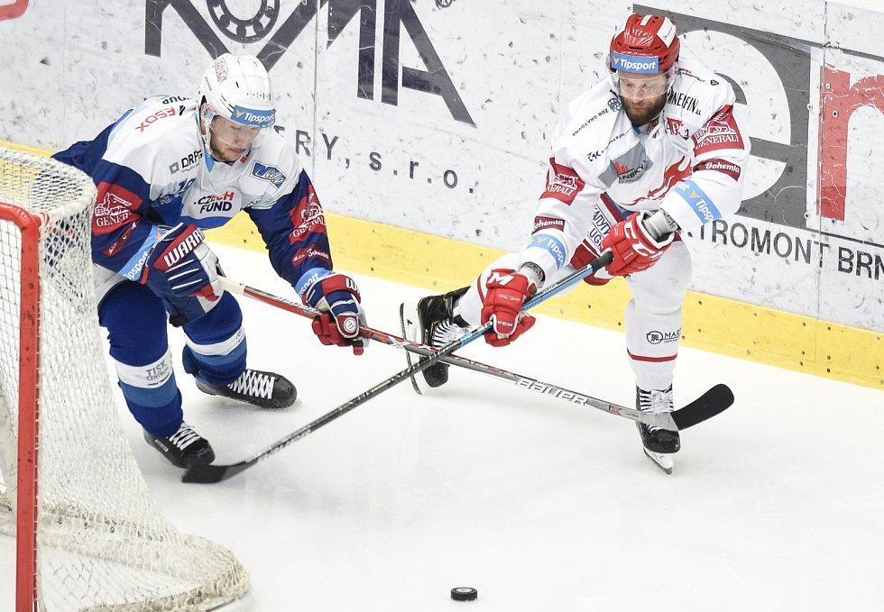Martin Růžička (vpravo) je pan střelec.