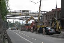 Revitalizace povodí řeky Olše si vyžádala stavební práce i na Nádražní ulici v Třinci. Obří akce zvýší letošní výdaje města na zhruba 870 milionů, v roce 2011 ale město hodlá utratit jen 692 milionů.