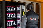 První automat na dezinfekci ve Frýdku-Místku je u haly Polárka, 2. dubna 2020.