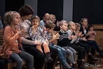 Děti v divadle. Ilustrační foto.