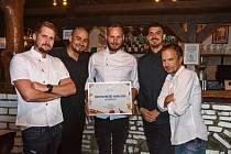 Tým vítězné restaurace La Baracca.