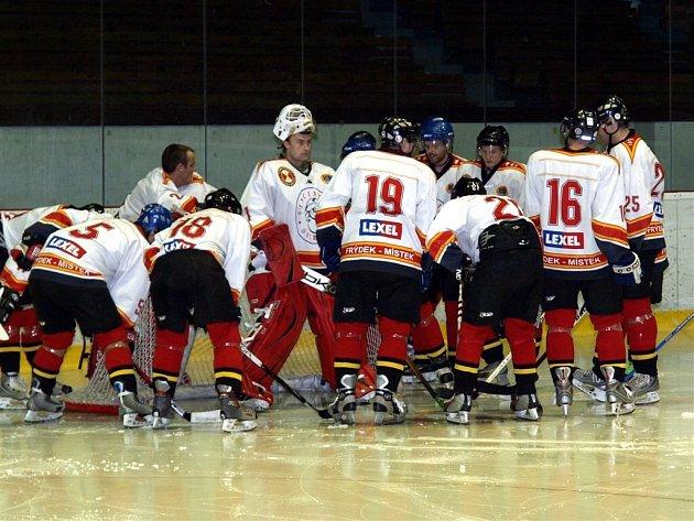 Hokejisté Frýdku-Místku hráli proti Krnovu.