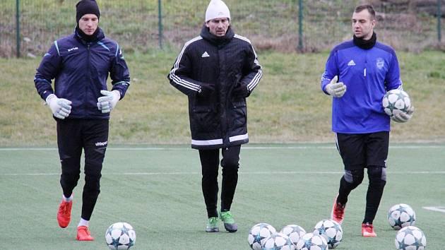 Kromě manažerské funkci se Marek Čech (uprostřed) věnoval ve Stovkách také brankářům A týmu a mládeže.