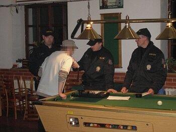 Při poslední kontrole restaurací policisté z Hnojníku na žádného opilého mladistvého nenarazili.