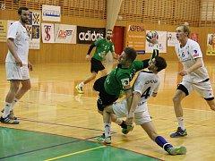 Házenkáři Karviné (zelené dresy) zvítězili v semifinále Českého poháru nad Frýdkem-Místkem rozdílem devíti branek.