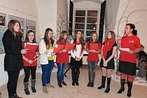 Studentky Vokálně instrumentálního tělesa Gymnázia Petra Bezruče Frýdek-Místek pod vedením Pavlíny Tóthové.